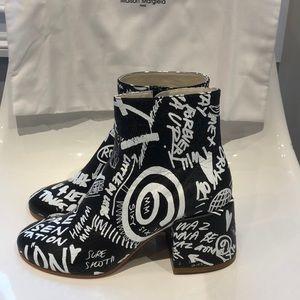 NIB MM6 Maison Margiela graffiti leather boot. 39